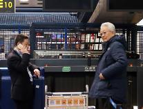 [포토] 탑승수속 중인 장웅 북한 IOC위원