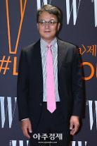 """배우 조민기""""가슴으로 연기하라 손으로 친 걸 만졌다 해""""학생""""새벽에 방에 오라 해"""""""
