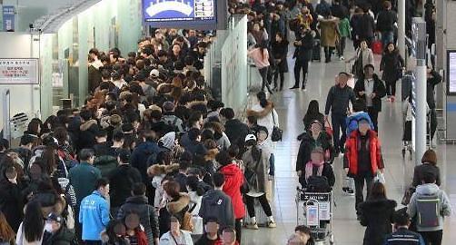 작년 관광수지적자 사상 최대…사드영향에 韓해외여행 늘어