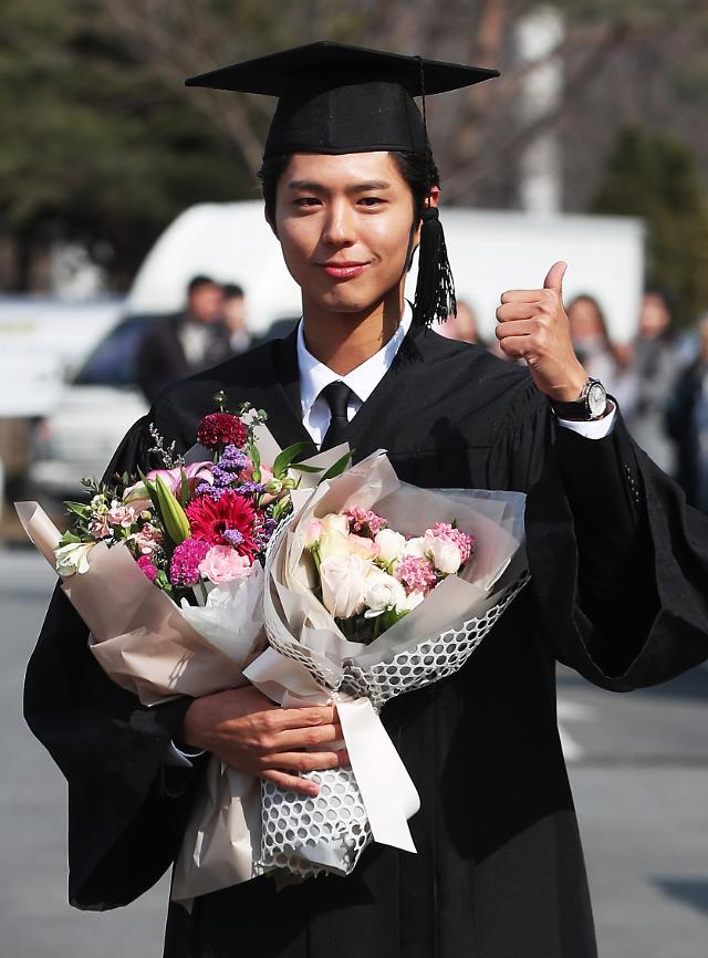 朴宝剑毕业照公开