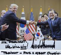 트럼프, 文대통령에 We will win! 친필+사진 깜짝선물