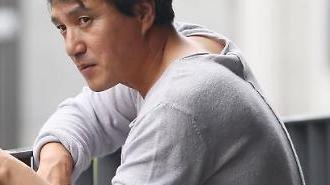성추행 의혹 배우 조재현, 미투 운동 고개드나…1인 시위 목격담 뒤늦게 조명