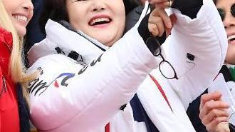 김정숙 여사, 이방카와 평창 스노보드 경기 관람