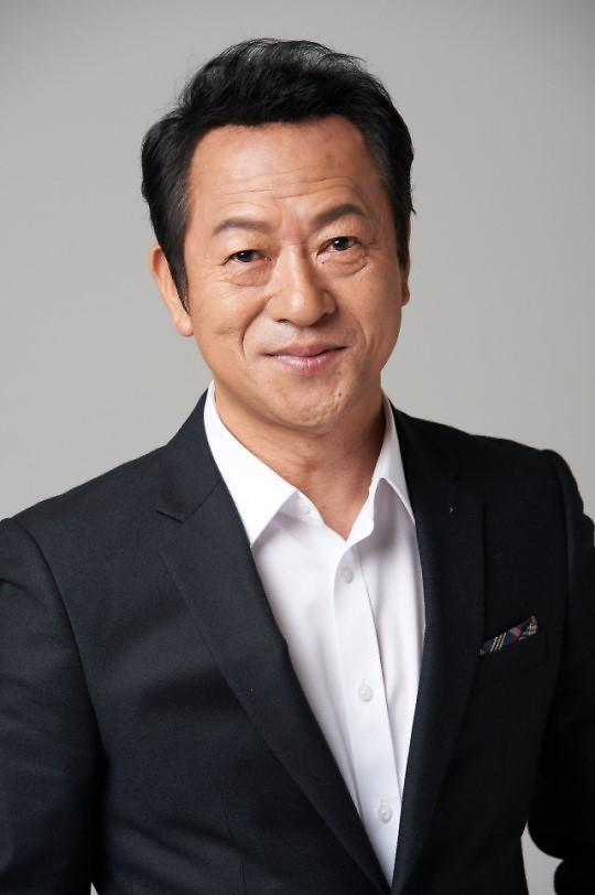 韩国话剧演员协会理事长自曝曾性骚扰 愿谢罪