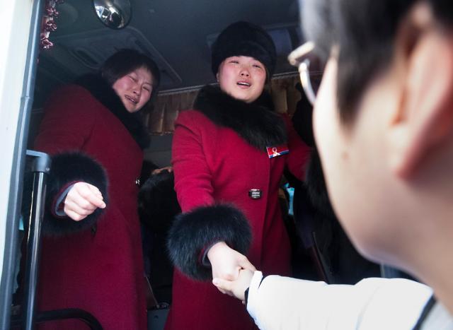 韩朝女子冰球联队挥泪作别