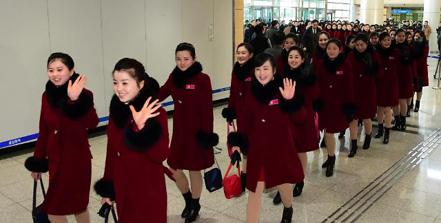 """""""愿韩朝早日统一"""" 朝鲜代表团啦啦队返回朝鲜"""