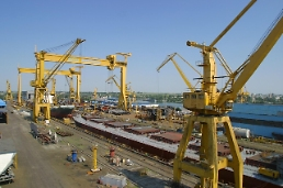 .Daewoo shipyard wins new order to build two very large crude carriers.