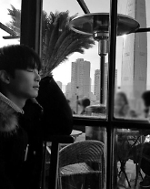 뉴이스트 W JR(종현), 단독 콘서트 앞두고 기대감 UP···흑백 사진 속 비주얼 과시