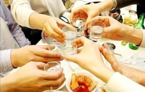 去年韩国人均饮烧酒70瓶 相关支出达3.7万亿韩元