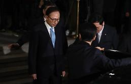 .Ex-president Lee Myung-bak returns home after 21-hour questioning.