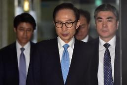 .近8成韩国民众认为应依法严惩李明博.