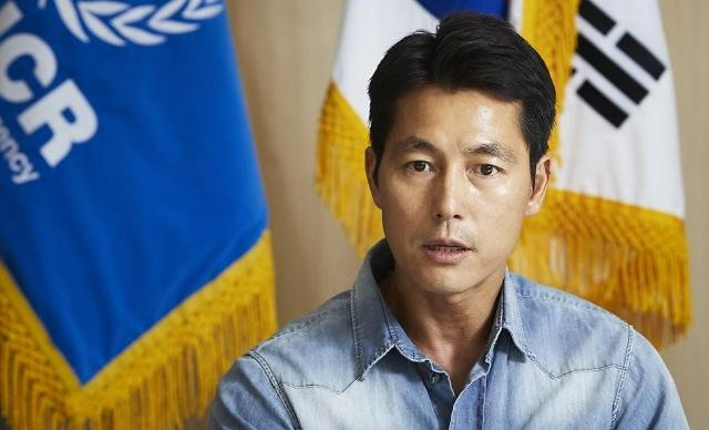 演员郑雨盛为世越号沉船事件纪录片《那一天,大海》解说
