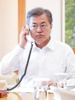 """한일정상 통화…""""北비핵화 위해 한미일 긴밀 공조…한중일정상회의 조기개최"""""""