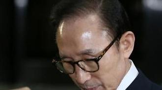 """민주 """"MB 구속영장 청구 불가피…법과 원칙에 따라라"""""""