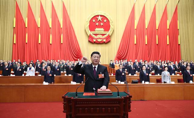 [영상중국] 시진핑 주석 - 왕치산 부주석, 전인대 '위풍당당' 헌법선서