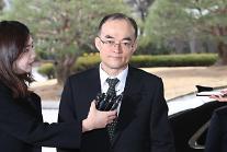 """문무일, MB 구속영장 """"숙고""""…이르면 오늘 결론"""