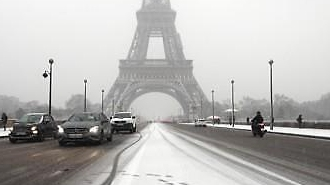 유럽은 아직도 한겨울…3월 폭설에 교통마비
