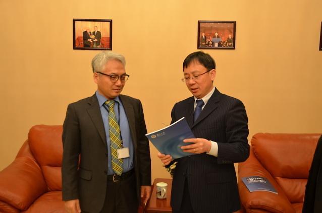 韩国驻沪总领事朴善源访问复旦大学