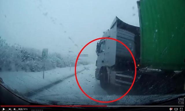 [보배드림영상]눈길 운전이 이렇게 위험합니다