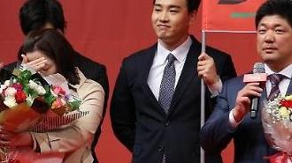 [아주동영상] 이용 감독, 시상식서 컬링 선수 출신 아내에 깜짝 이벤트