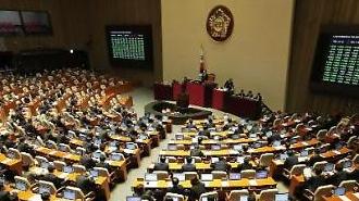청와대 개헌안 이틀째, 민주 '엄지척'…야권은 '지방선거용' 비판