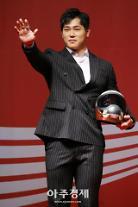 [포토] 윤성빈 스켈레톤 선수, '멋진 아이언맨 세레머니' (코카콜라 체육대상)