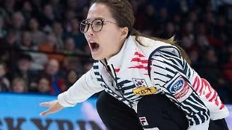 세계여자컬링선수권대회 한국 '팀킴', 캐나다와 접전 끝에 패