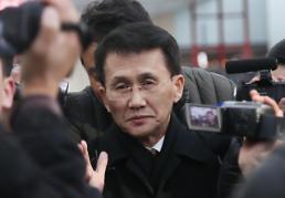 .韩朝美半官半民对话朝鲜代表在北京首都机场转机.