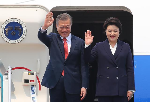文在寅夫妇抵达越南 开始进行国事访问