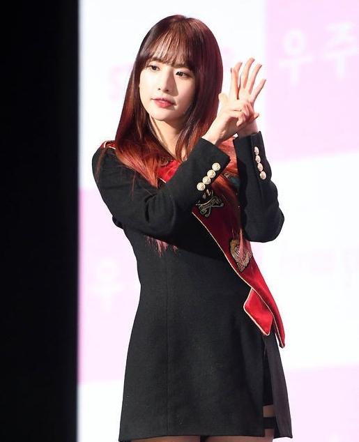宇宙少女成员雪娥被赞长得像刘亦菲 她的反应是······