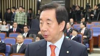 """한국당 """"문 대통령, 3일 걸친 개헌쇼…추잡한 행위"""""""