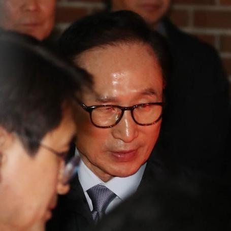 """이명박 전 대통령, 페이스북 통해 """"내 탓이고 자책감 느껴"""""""