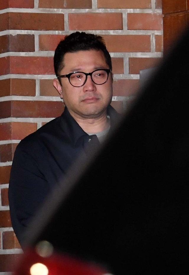 李明博被捕家人挥泪送别