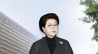 김윤옥 여사 이르면 내주 MB뇌물 공모 조사