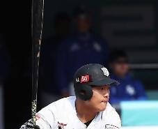 괴물 신인 강백호 홈런...3년 연속 꼴찌 kt, 전년 우승팀 눌러