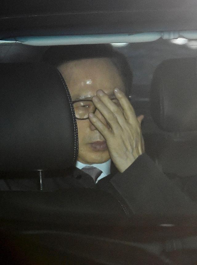 韩检方明日首次狱中讯问李明博 或4月初提起诉讼