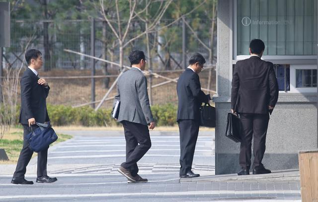 检方今日对李明博进行二次调查 检察官上门做思想工作