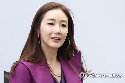 .韩国演员崔智友今日结婚 新郎为圈外人士.