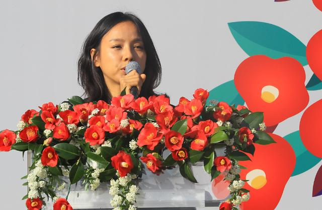 """李孝利出席""""济州4·3事件""""70周年追悼仪式"""