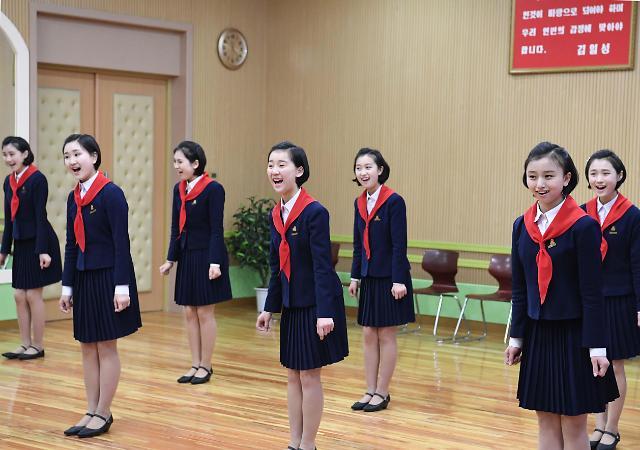 朝鲜学生演唱歌曲