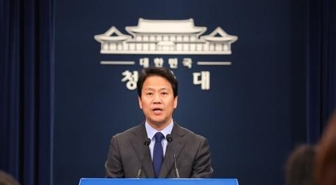韩青瓦台吁国会尽早修改《公投法》确保修宪
