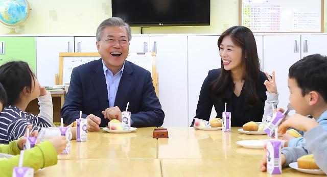 和总统爷爷一起吃零食