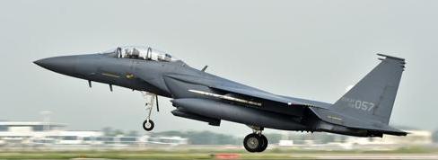 韩军一架F-15K战机在庆北坠毁 飞行员1死1伤