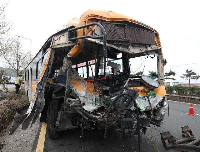 蔚山市发生公交车侧翻事故 2死37伤