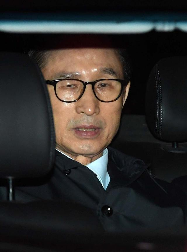 第四位站上法庭的韩国前总统 检方今日起诉李明博
