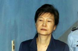 """.朴槿惠被判了24年 韩国半数国民还认为""""便宜她了""""."""