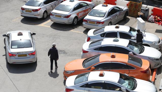 韩国出租车司机老龄化问题凸显