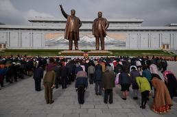 """.朝鲜迎""""太阳节""""  大批朝鲜民众向金日成铜像鲜花."""