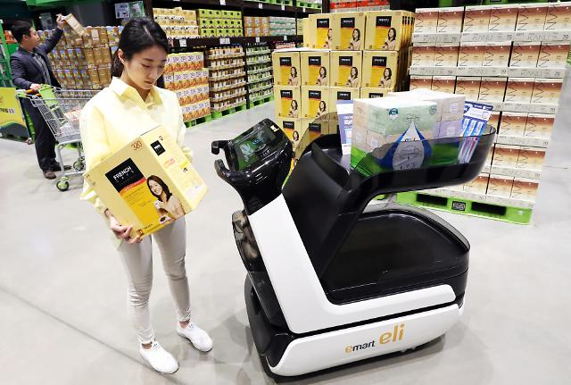 韩国首辆智能购物推车亮相易买得