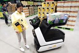 .韩国首辆智能购物推车亮相易买得.